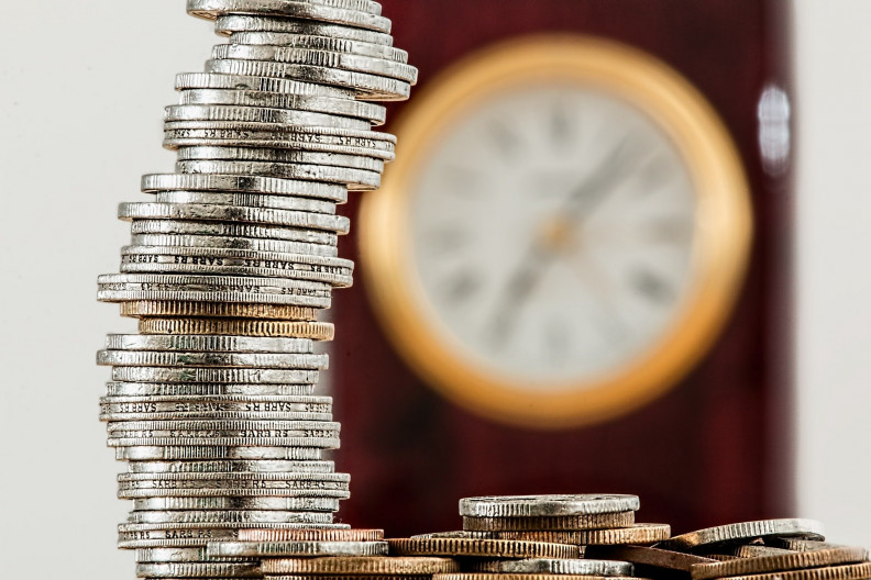 egy óra pénz, hogyan lehet milyen oldalakon keresnek pénzt